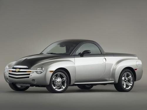 Фото автомобиля Chevrolet SSR 1 поколение, ракурс: 45 цвет: серебряный
