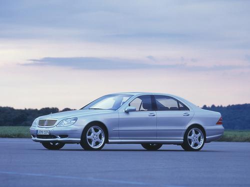 Фото автомобиля Mercedes-Benz S-Класс W220, ракурс: 45