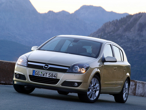 Фото автомобиля Opel Astra H, ракурс: 45 цвет: бежевый