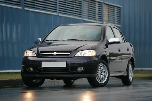 Фото автомобиля Chevrolet Viva 1 поколение, ракурс: 45 цвет: фиолетовый