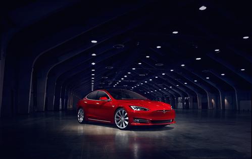 Фото автомобиля Tesla Model S 1 поколение [рестайлинг], ракурс: 315 цвет: красный