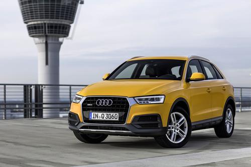 Фото автомобиля Audi Q3 8U [рестайлинг], ракурс: 45 цвет: желтый
