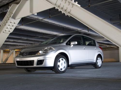 Фото автомобиля Nissan Versa 1 поколение, ракурс: 45