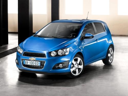 Фото автомобиля Chevrolet Aveo T300, ракурс: 45 цвет: синий