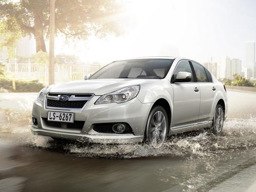 Фото автомобиля Subaru Legacy 5 поколение [рестайлинг], ракурс: 45 цвет: белый