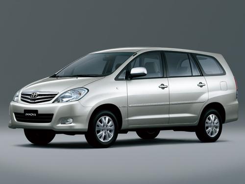 Фото автомобиля Toyota Innova 1 поколение [рестайлинг], ракурс: 45