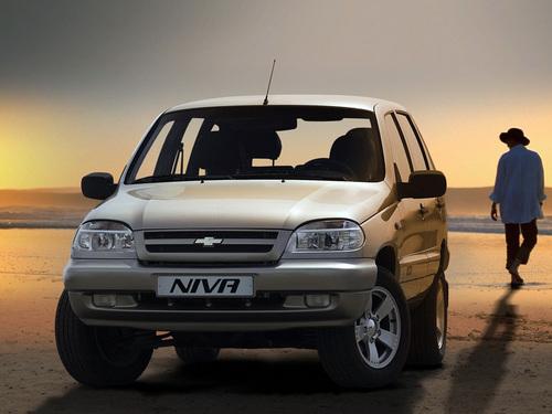 Фото автомобиля Chevrolet Niva 1 поколение, ракурс: 45