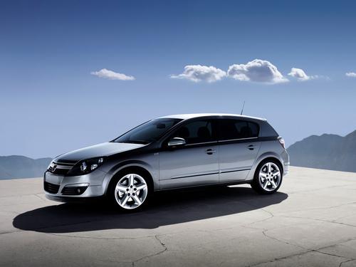 Фото автомобиля Chevrolet Astra 3 поколение, ракурс: 45