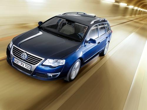 Фото автомобиля Volkswagen Passat B6, ракурс: 45 цвет: синий