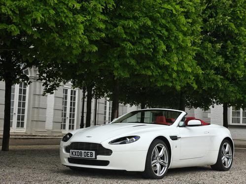 Фото автомобиля Aston Martin Vantage 3 поколение [рестайлинг], ракурс: 45