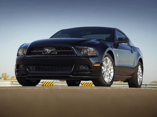 Фото автомобиля Ford Mustang 5 поколение [2-й рестайлинг], ракурс: 45 цвет: черный