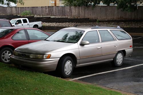 Фото автомобиля Ford Taurus 2 поколение, ракурс: 45
