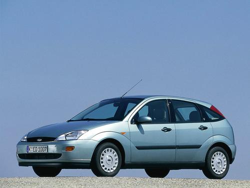 Фото автомобиля Ford Focus 1 поколение, ракурс: 45 цвет: серебряный