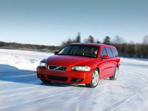 Фото автомобиля Volvo V70 2 поколение [рестайлинг], ракурс: 45