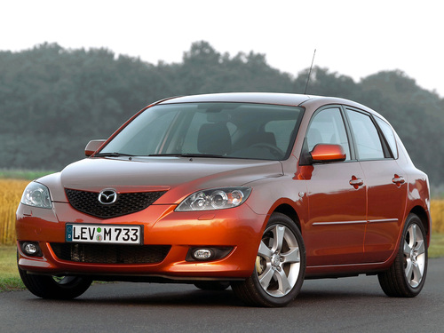 Фото автомобиля Mazda 3 BK, ракурс: 45 цвет: бронзовый