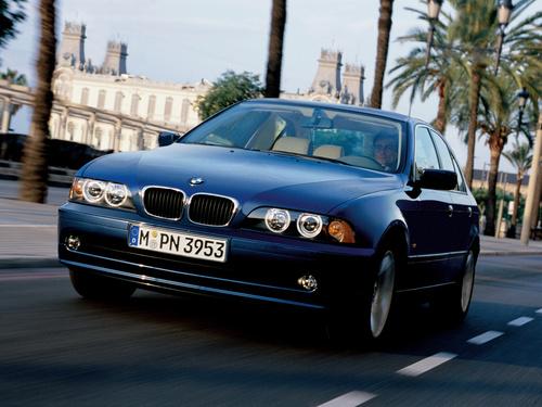 Фото автомобиля BMW 5 серия E39 [рестайлинг], ракурс: 45 цвет: синий
