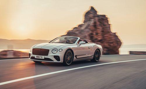 Фото автомобиля Bentley Continental GT 3 поколение, ракурс: 45 цвет: белый