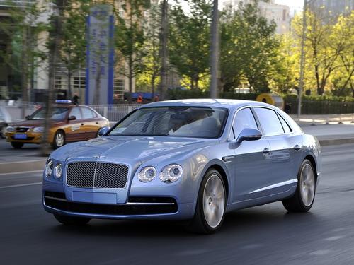 Фото автомобиля Bentley Flying Spur 1 поколение, ракурс: 45 цвет: бирюзовый