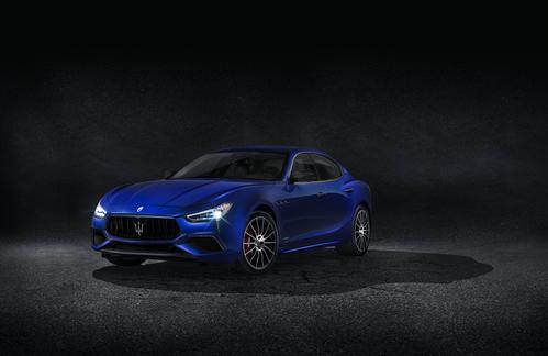 Фото автомобиля Maserati Ghibli 3 поколение [рестайлинг], ракурс: 45 цвет: синий