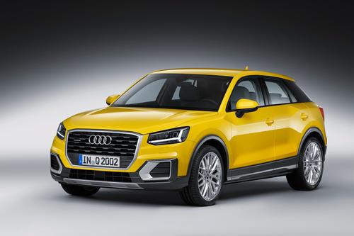 Фото автомобиля Audi Q2 1 поколение, ракурс: 45 цвет: желтый