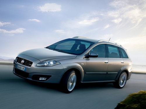 Фото автомобиля Fiat Croma 2 поколение, ракурс: 45 цвет: серый