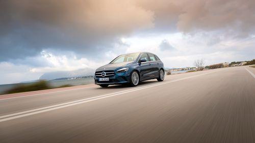 Фото автомобиля Mercedes-Benz B-Класс W247, ракурс: 45 цвет: синий