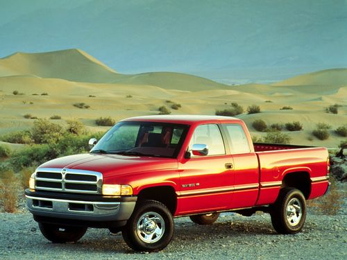 Фото автомобиля Dodge Ram 2 поколение, ракурс: 45 цвет: красный