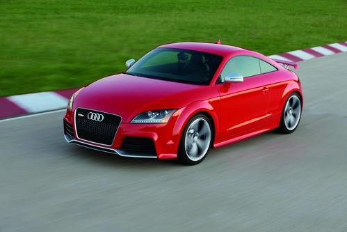 Фото автомобиля Audi TT 8J [рестайлинг], ракурс: 45 цвет: красный