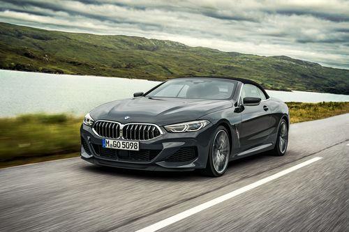 Фото автомобиля BMW 8 серия G15, ракурс: 45 цвет: мокрый асфальт