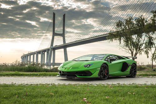 Фото автомобиля Lamborghini Aventador 1 поколение [рестайлинг], ракурс: 45 цвет: зеленый