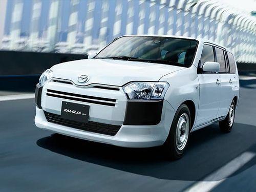 Фото автомобиля Mazda Familia XP16, ракурс: 45 цвет: белый