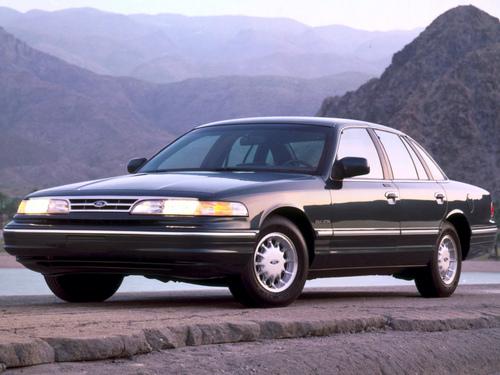 Фото автомобиля Ford Crown Victoria 1 поколение, ракурс: 45