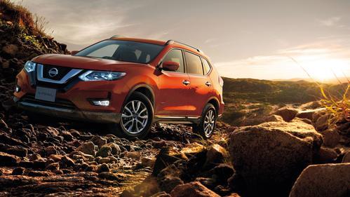 Фото автомобиля Nissan X-Trail T32 [рестайлинг], ракурс: 45 цвет: оранжевый