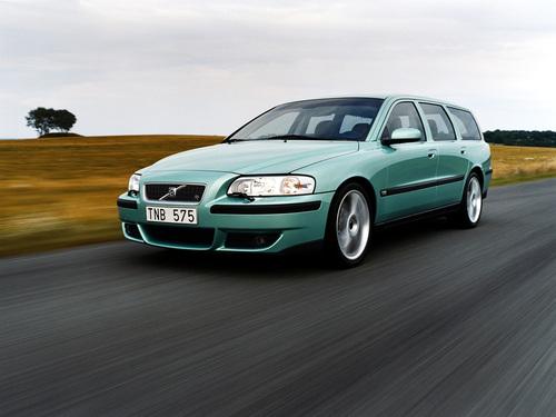 Фото автомобиля Volvo V70 2 поколение, ракурс: 45