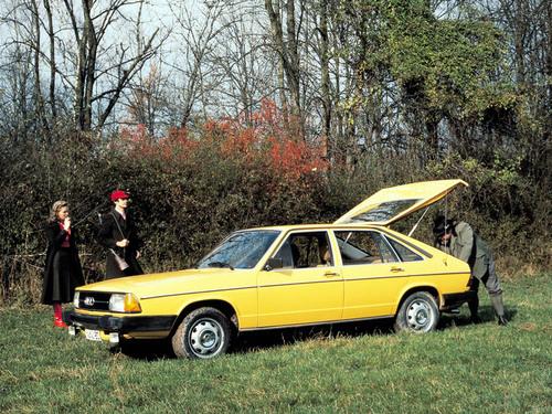 Фото автомобиля Audi 100 С2, ракурс: 45