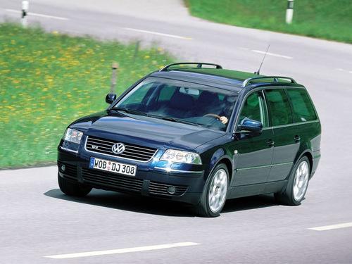 Фото автомобиля Volkswagen Passat B5.5 [рестайлинг], ракурс: 45 цвет: синий