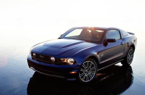Фото автомобиля Ford Mustang 5 поколение [рестайлинг], ракурс: 45 цвет: синий