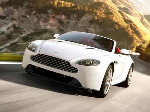 Фото автомобиля Aston Martin Vantage 3 поколение [2-й рестайлинг], ракурс: 45 цвет: белый
