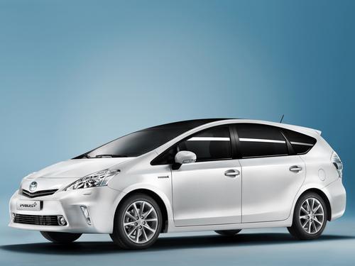 Фото автомобиля Toyota Prius Plus 1 поколение, ракурс: 45