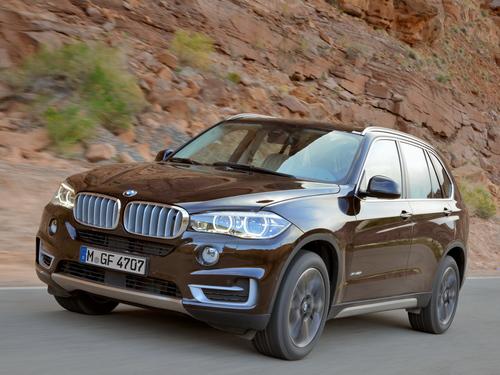 Фото автомобиля BMW X5 F15, ракурс: 45 цвет: коричневый