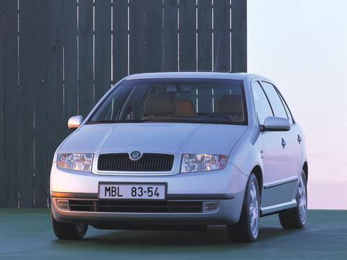 Фото автомобиля Skoda Fabia 6Y, ракурс: 45 цвет: серебряный