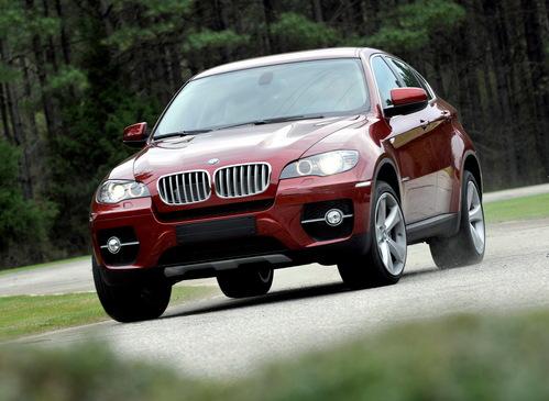 Фото автомобиля BMW X6 E71/E72, ракурс: 45 цвет: красный