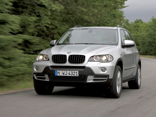 Фото автомобиля BMW X5 E70, ракурс: 45 цвет: серебряный