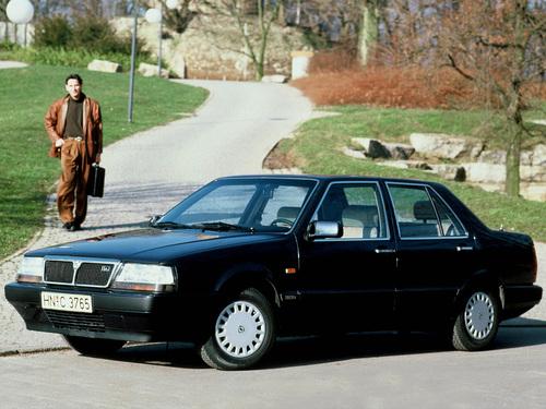 Фото автомобиля Lancia Thema 1 поколение, ракурс: 45