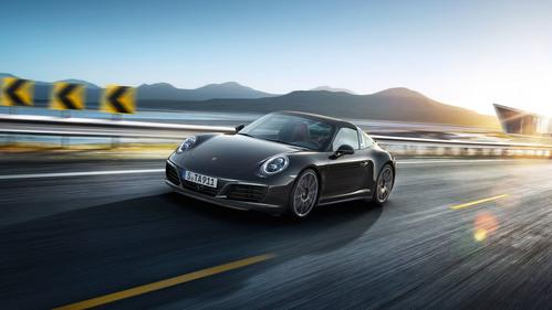 Фото автомобиля Porsche 911 991 [рестайлинг], ракурс: 45 цвет: черный