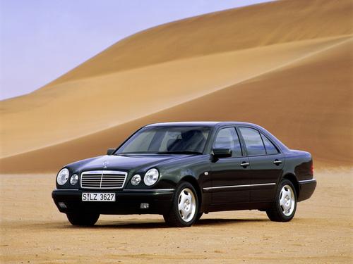 Фото автомобиля Mercedes-Benz E-Класс W210/S210, ракурс: 45 цвет: черный