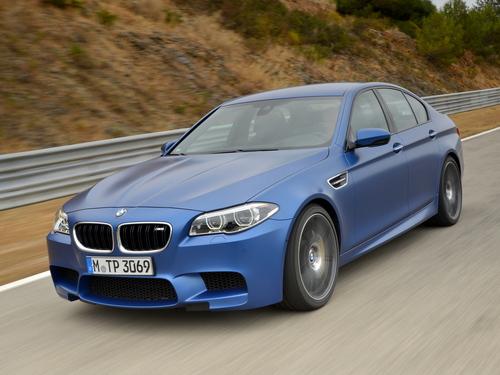Фото автомобиля BMW M5 F10 [рестайлинг], ракурс: 45 цвет: синий