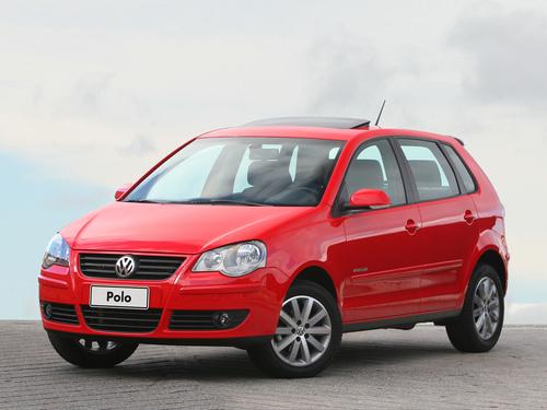 Фото автомобиля Volkswagen Polo 4 поколение [рестайлинг], ракурс: 45 цвет: красный