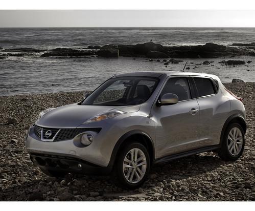 Фото автомобиля Nissan Juke YF15, ракурс: 45 цвет: серебряный