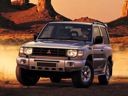 Фото автомобиля Mitsubishi Montero 2 поколение [рестайлинг], ракурс: 45